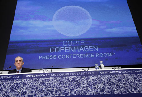 An American delegate talks in the press conference room at the UNFCCC's Copenhagen conference. A number of African states didn't sign the Copenhagen Accord at the meeting / Fredrik Naumann - Panos Pictures