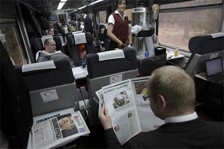 poland-commuters-papers-linking_southern_journalists