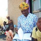Kaidia Samaké reading with her grandchildren - Soumaïla T Diarra   Panos London