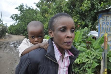 Aliness Munyanta and her 20-month-old daughter in Lusaka - Zarina Geloo | Panos London