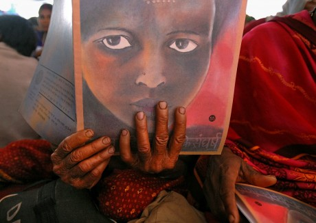A Dalit woman reads the programme at the 2006 Vanangana conference in Chitrakoot. Vanangana, a women's group dedicated to human rights issues, receives strong support from the Dalit community - Ami Vitale | Panos Pictures
