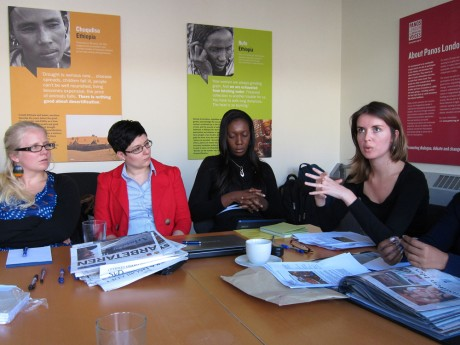 Ana Aranha speaks with other journalists from the Linking Southern Journalists project when visiting Panos London - David Dahmen | Panos London