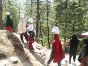 Women on a mountanous track fetching water - Faisal Raza Khan | Panos London