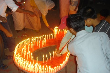People Living with HIV/AIDS (PLHA) and relatives lighting candles - Thingnam Anjulika | Panos London