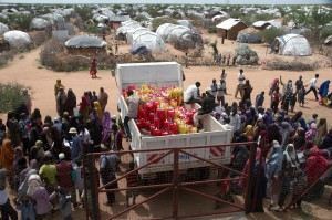 Aid packages are handed out to new arrivals in Ifo 2 camp in Dadaab - Piers Benatar | Panos Pictures