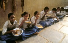 Children sit down to their midday meal at a school in Andhra Pradesh - Sean Sprague | Panos Pictures